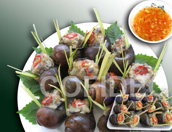 Snails stuffed with meat